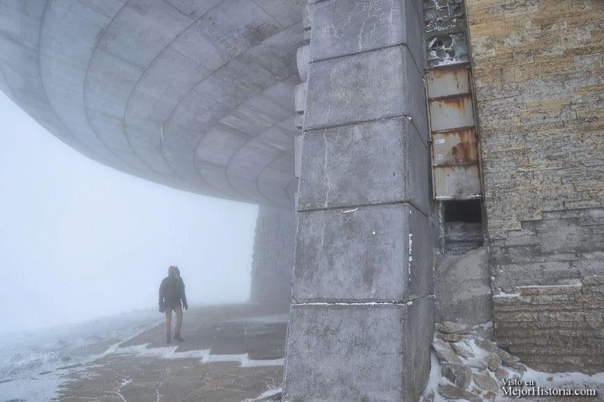 monumento ovni