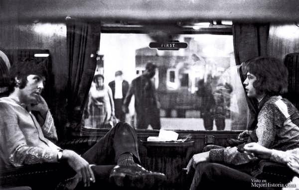Fotos del pasado de personas en un tren